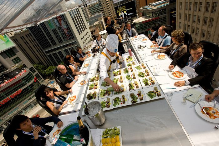 Gastronomía extrema, Dinner in the sky