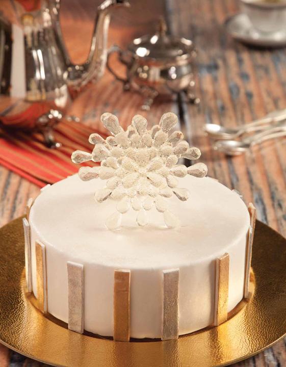 Pastel con decoración de escarcha