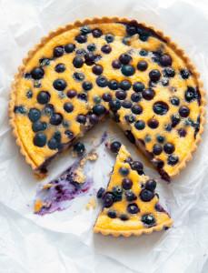Tarta de crema de moras azules y limón