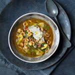 Sopa-de-col,-alubias-y-hongos-porcini-con-pasta-conchigliette