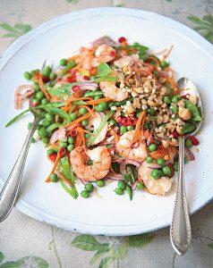 Ensalada-asiática-de-camarones,-chícharos-y-zanahoria