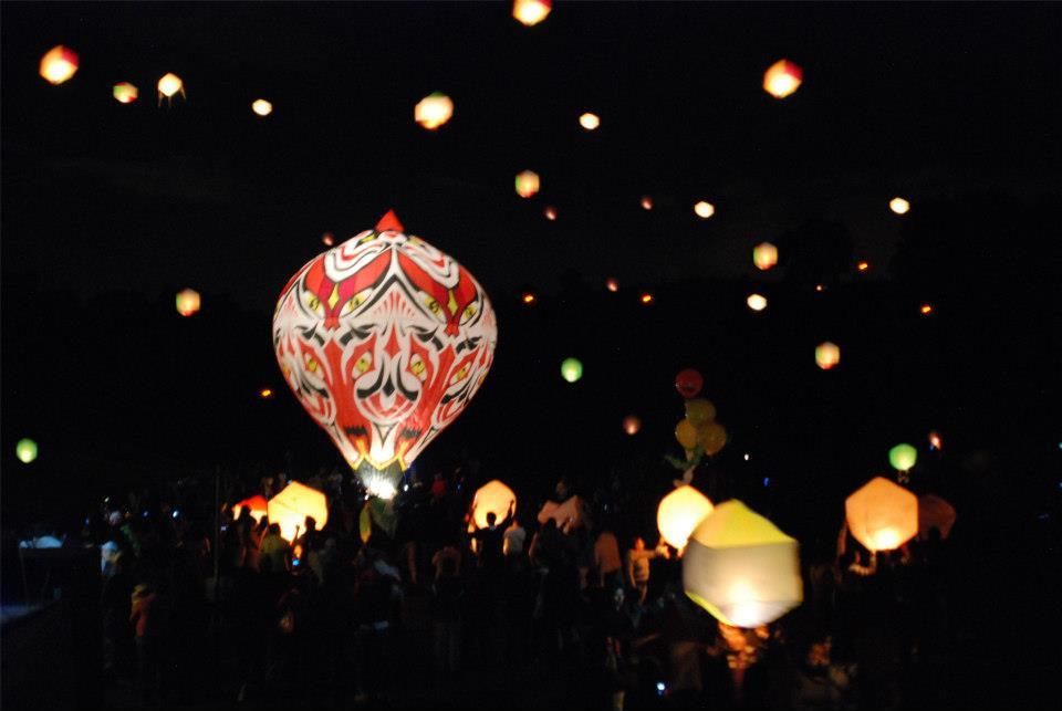 Ilumina el cielo en el Festival de Globos de Cantolla
