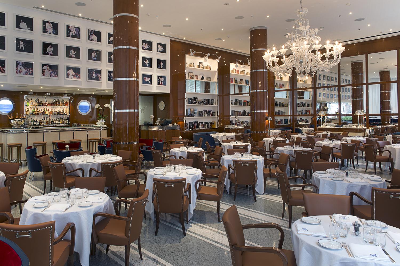De pipa y guante en Restaurante Cipriani