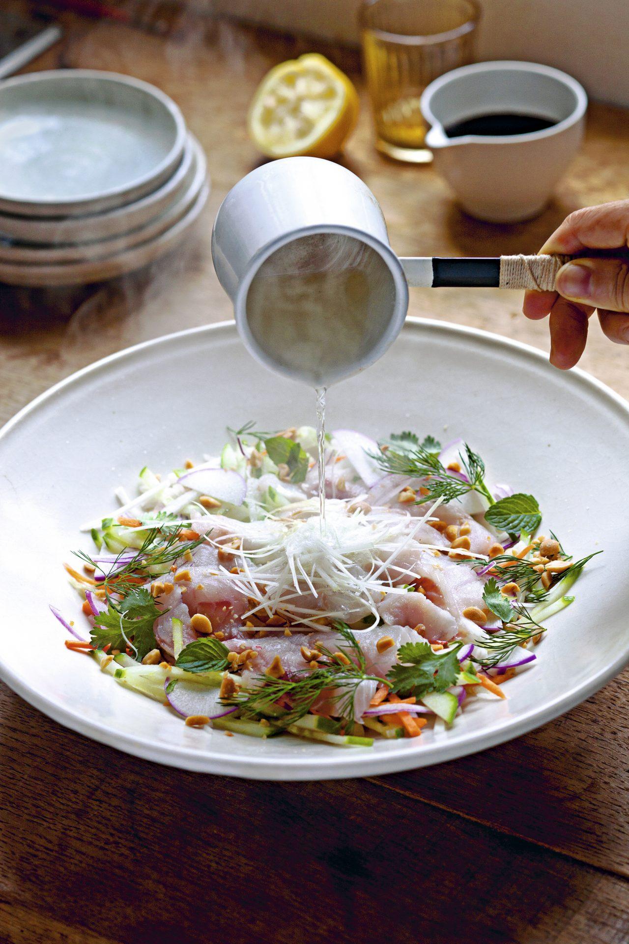 Ensalada de sashimi de sargo