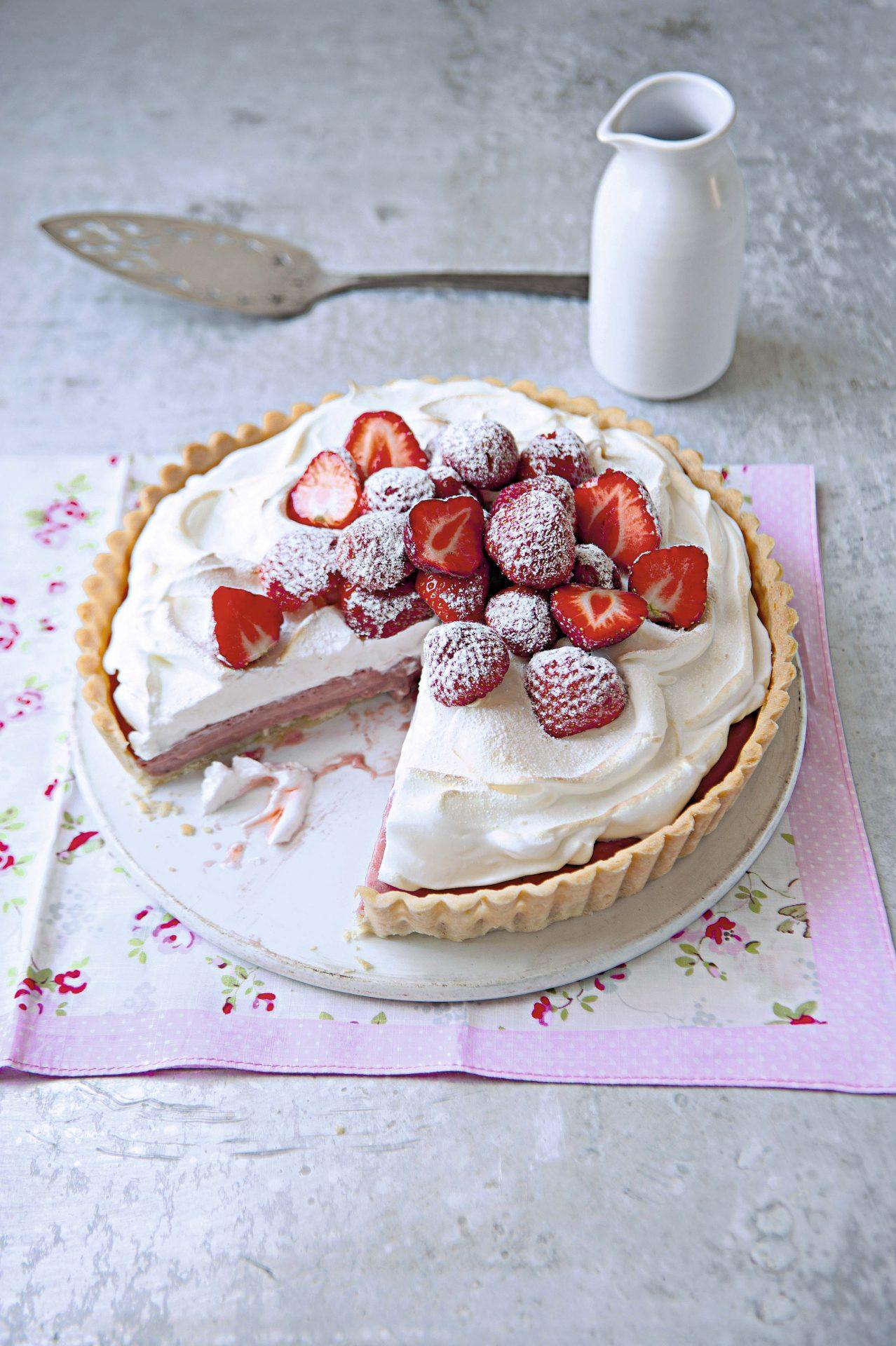 Tarta de fresas y merengue