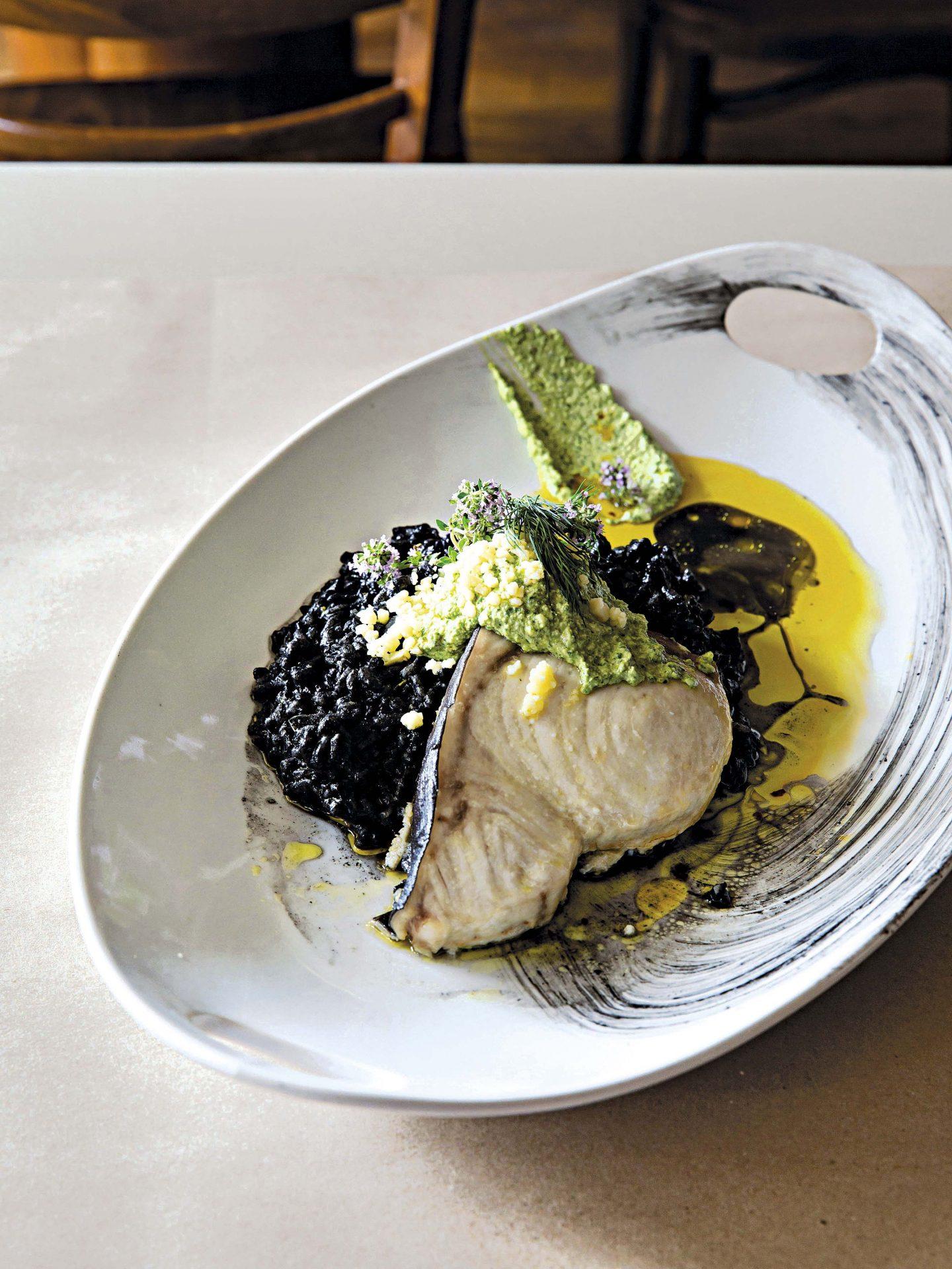 Pez vela pochado con aceite de oliva