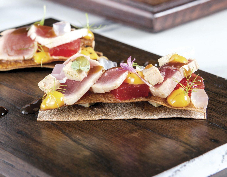 Montadito de atún, foie gras y sandía