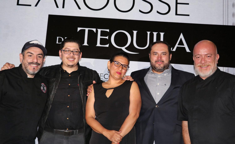 Larousse presenta obra completa sobre tequila