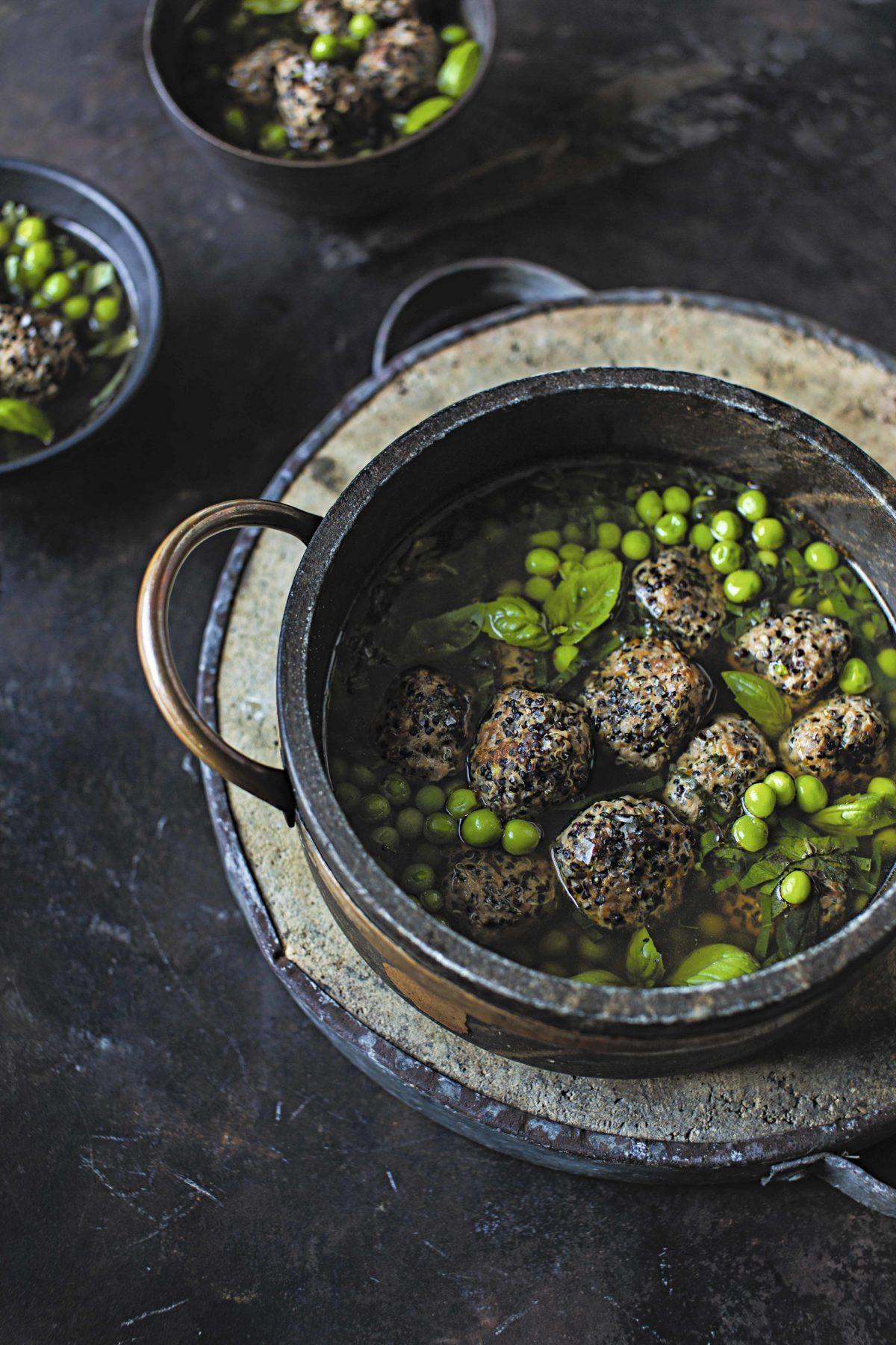 Pavo y quinoa negra con chícharos  y albahaca