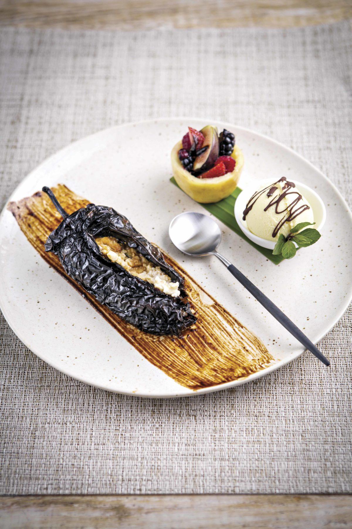 Chile ancho dulce relleno de mousse