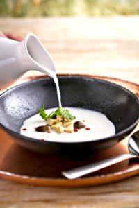 Caldo de coco tierno con hongo