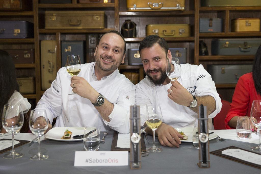 Oris Artelier Skeleton se muestra en la cocina de Poncho Hernández
