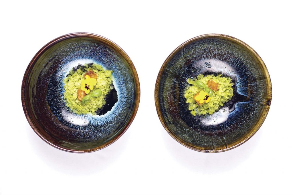 Piña rostizada con granita de albahaca