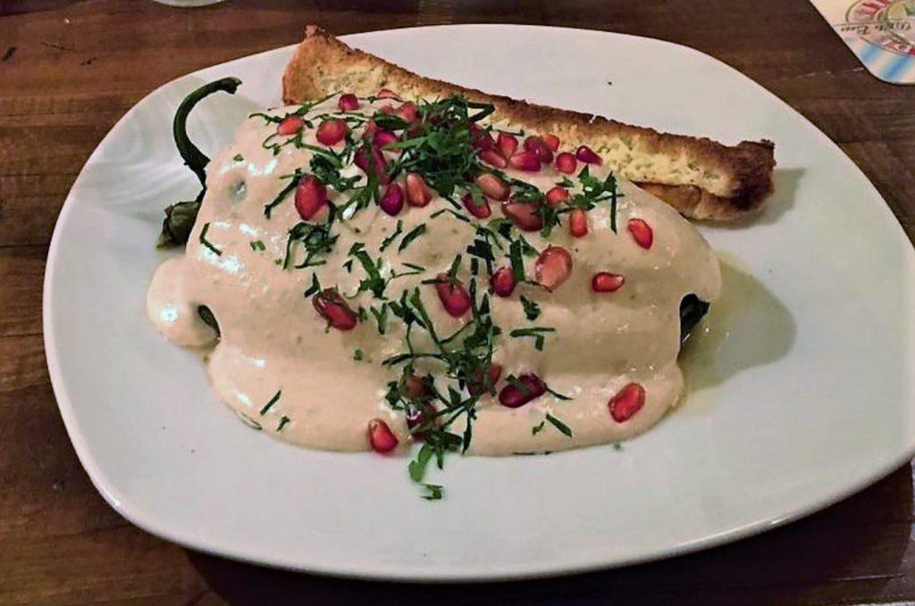 Chiles en nogada en Debarbas-Bebedero Gourmet
