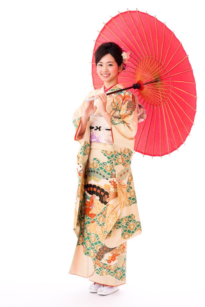 """ce11cd4bdc Traducido al español como """"cosa para llevar"""" el kimono japonés data desde  el siglo V. Esta prenda varia en el corte"""