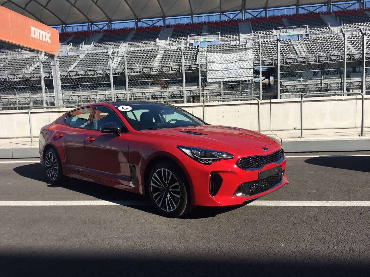 Disfrutando el Autódromo Hermanos Rodríguez con Kia Stinger