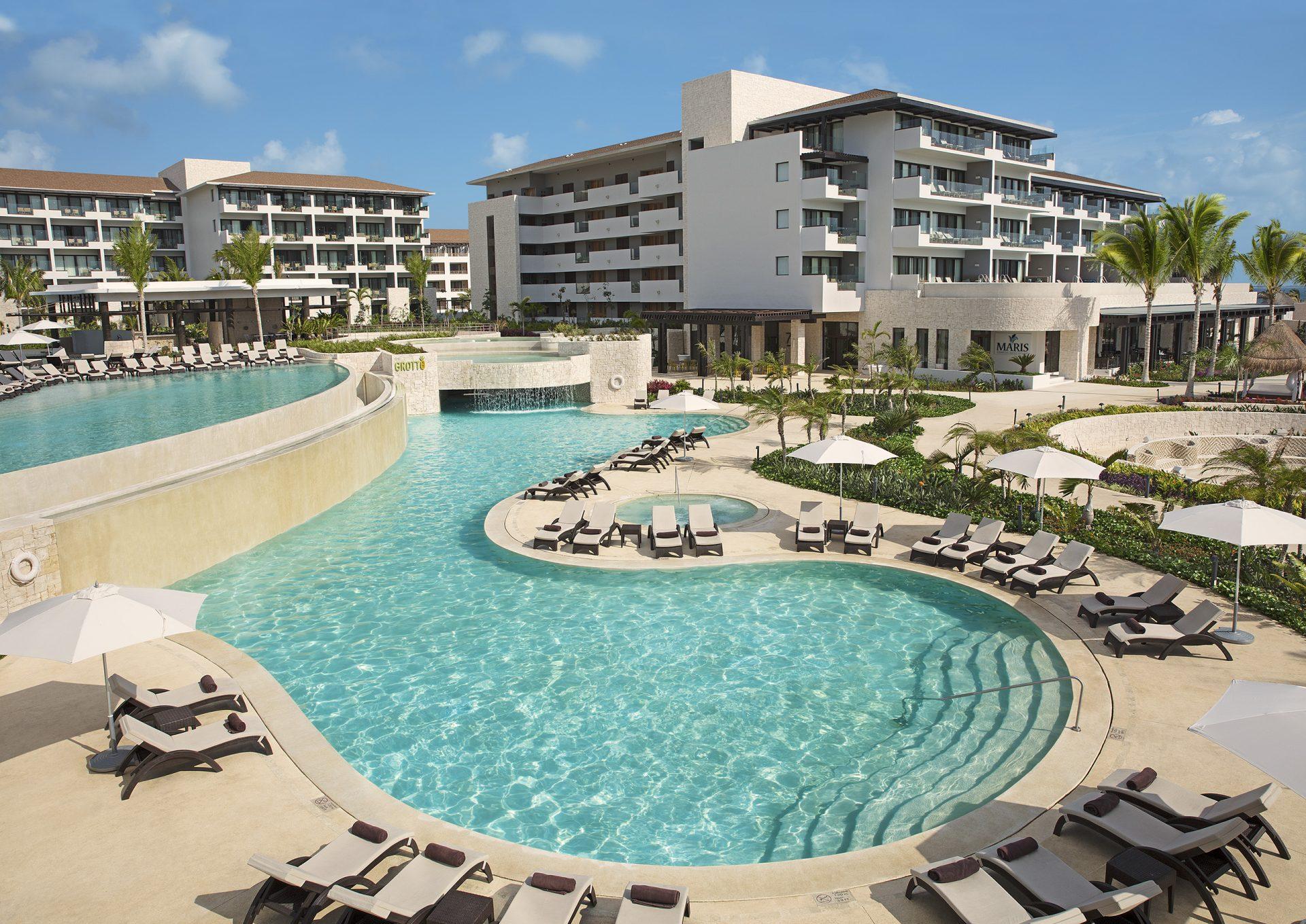 Vive Rock of Ages en Dreams Playa Mujeres Golf & Spa Resort