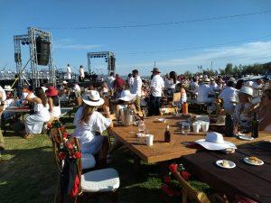 Decantos Vinícola celebra su aniversario con la tradición de la bota