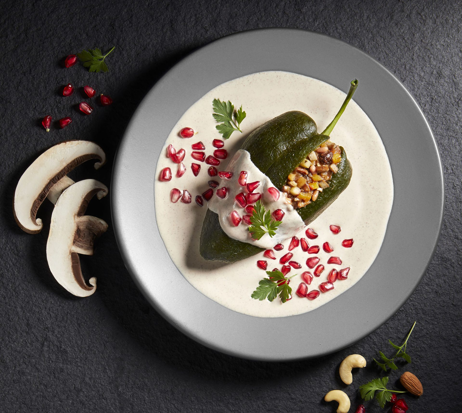 Chile en nogada vegano en Garabatos