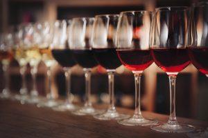 ¿Qué es una cata de vino vertical y una horizontal?