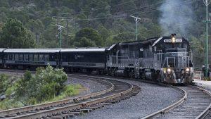 Sobre las vías, una experiencia a bordo del Chepe Express