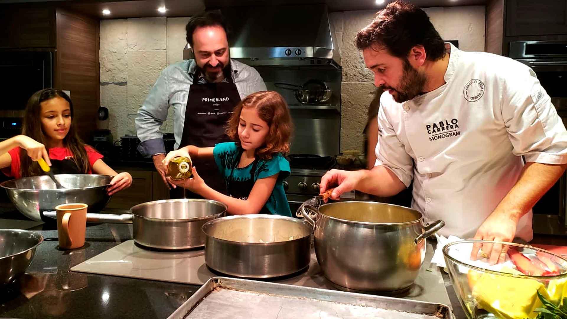 Madres e hijos cocinaron deliciosa experiencia con Food and Travel