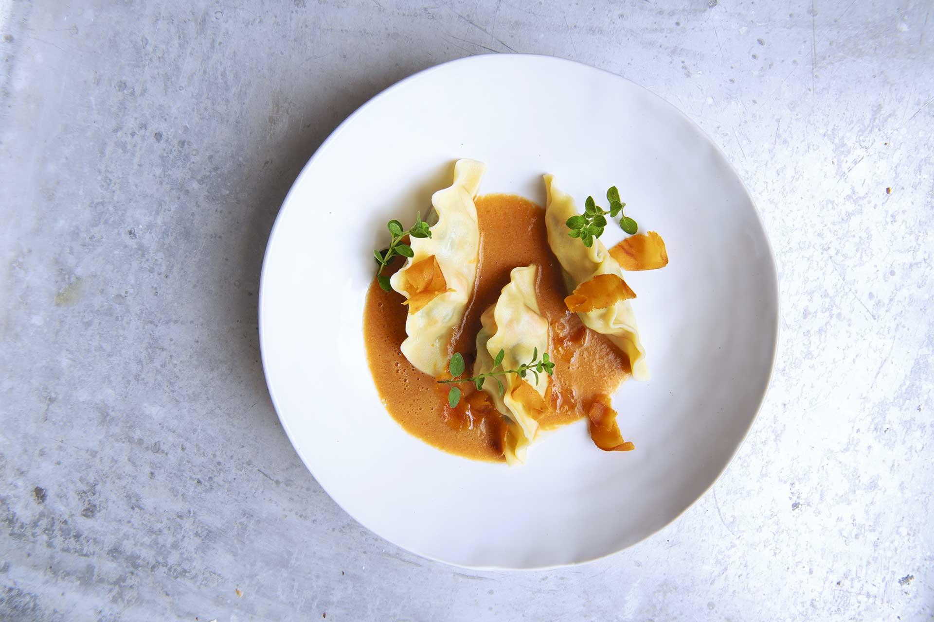 Ravioli de langostinos e hinojo marino con bottarga