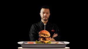 Prueba la hamburguesa chino-mexicana de Ismael Zhu
