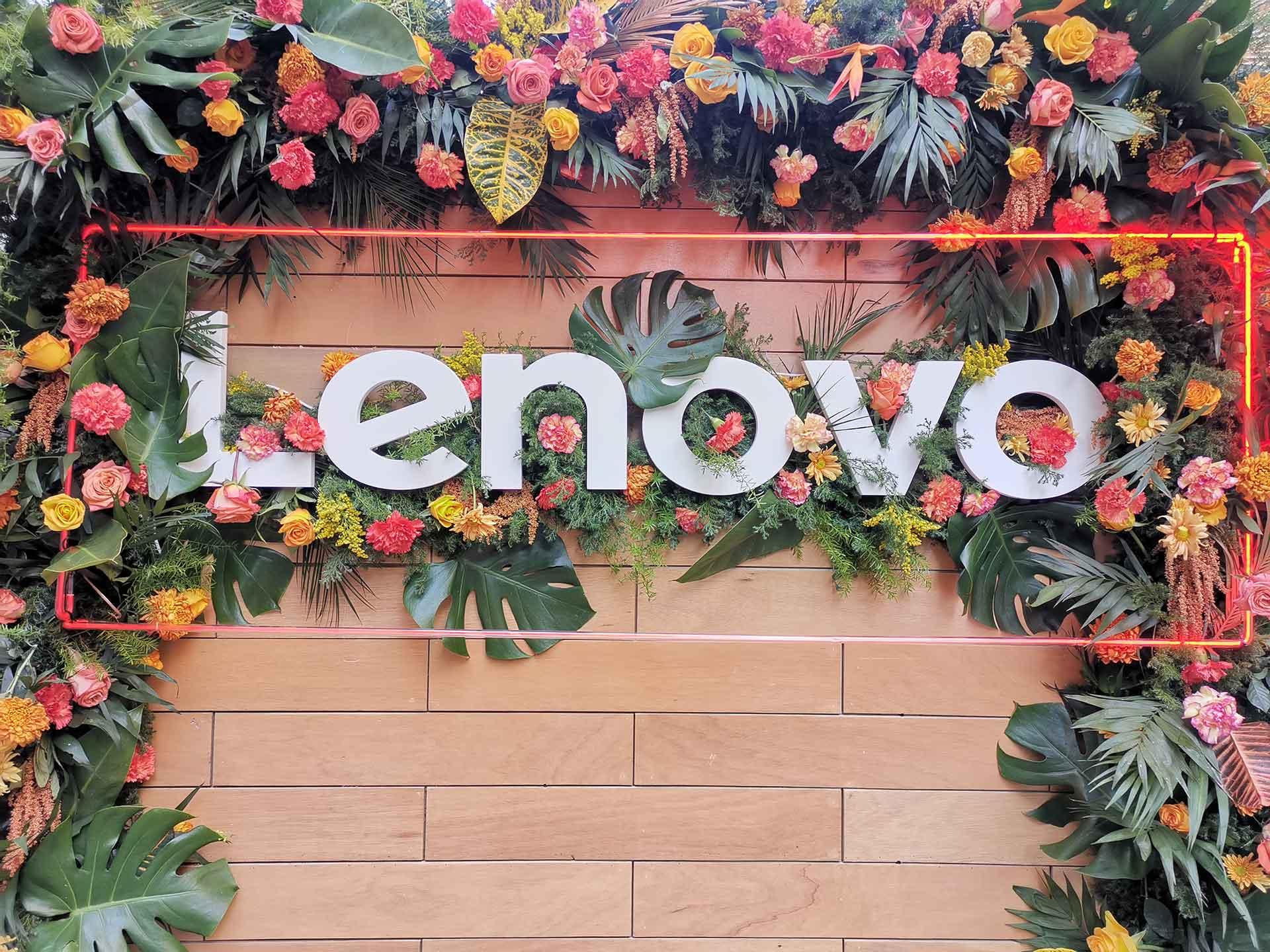 Mujeres Lenovo