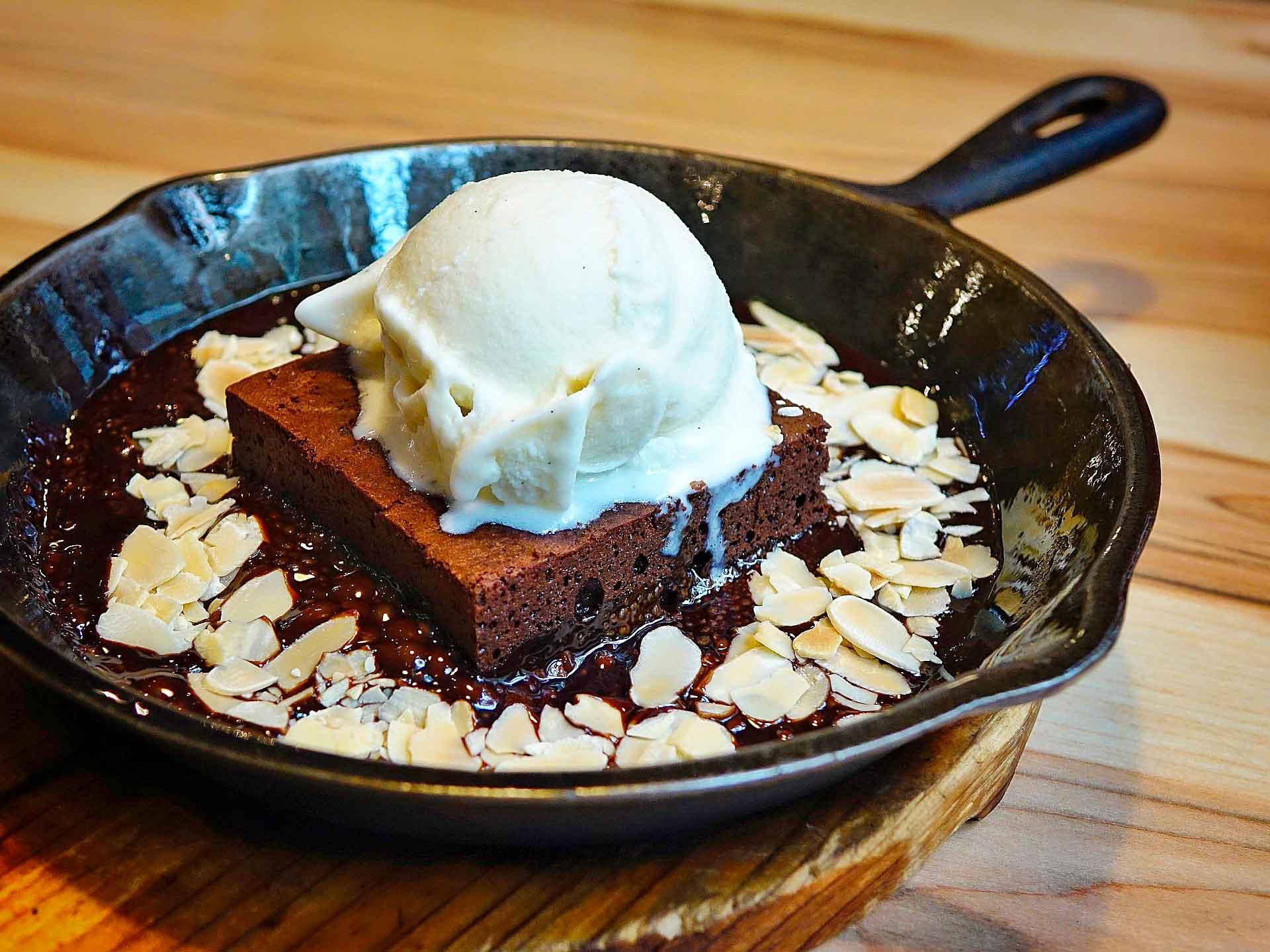 Postres con almendras brownie