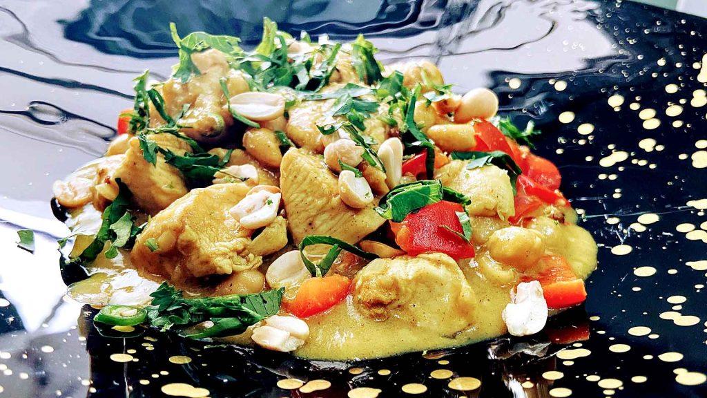 Pollo y curry amarillo con leche de coco