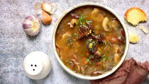 Receta de caldo de hongos del chef Luis Escamilla