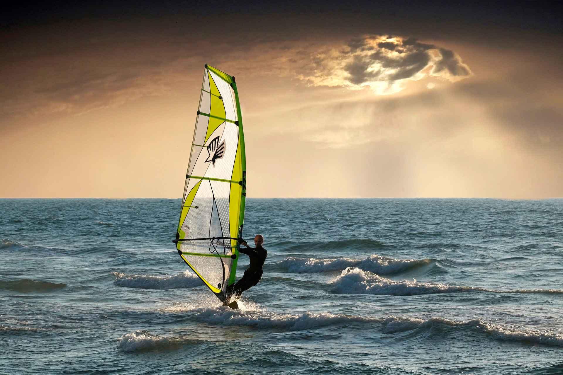 Deportes acuáticos windsurfing