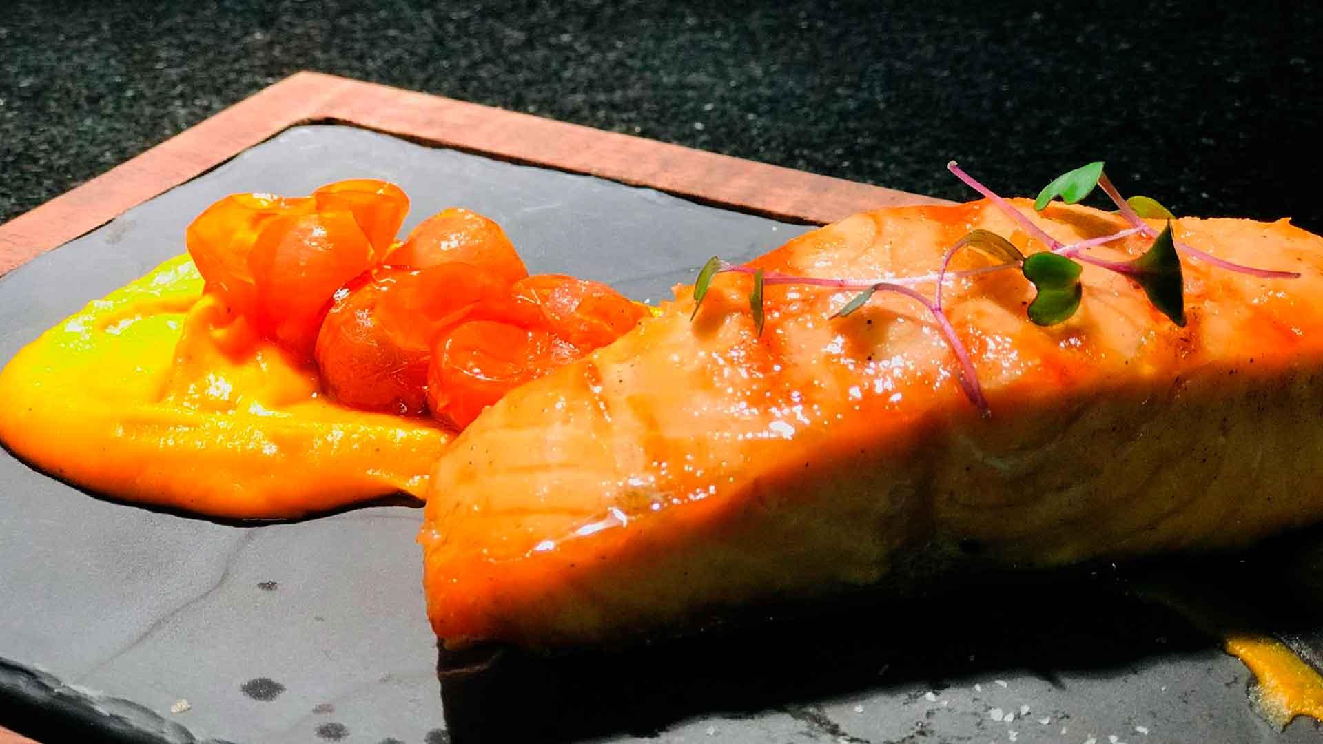 Cocina un delicioso salmón con cremoso de camote