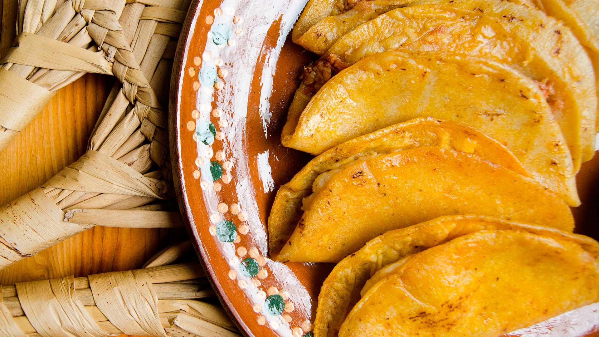 Tacos de canasta: tradición sobre ruedas