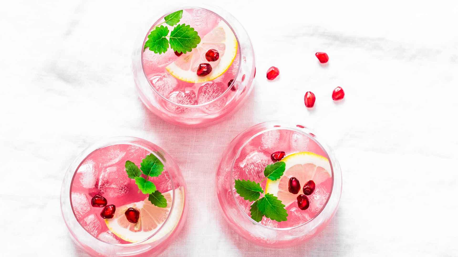 Cinco cocteles rosas para conmemorar el mes del Cáncer de Mama