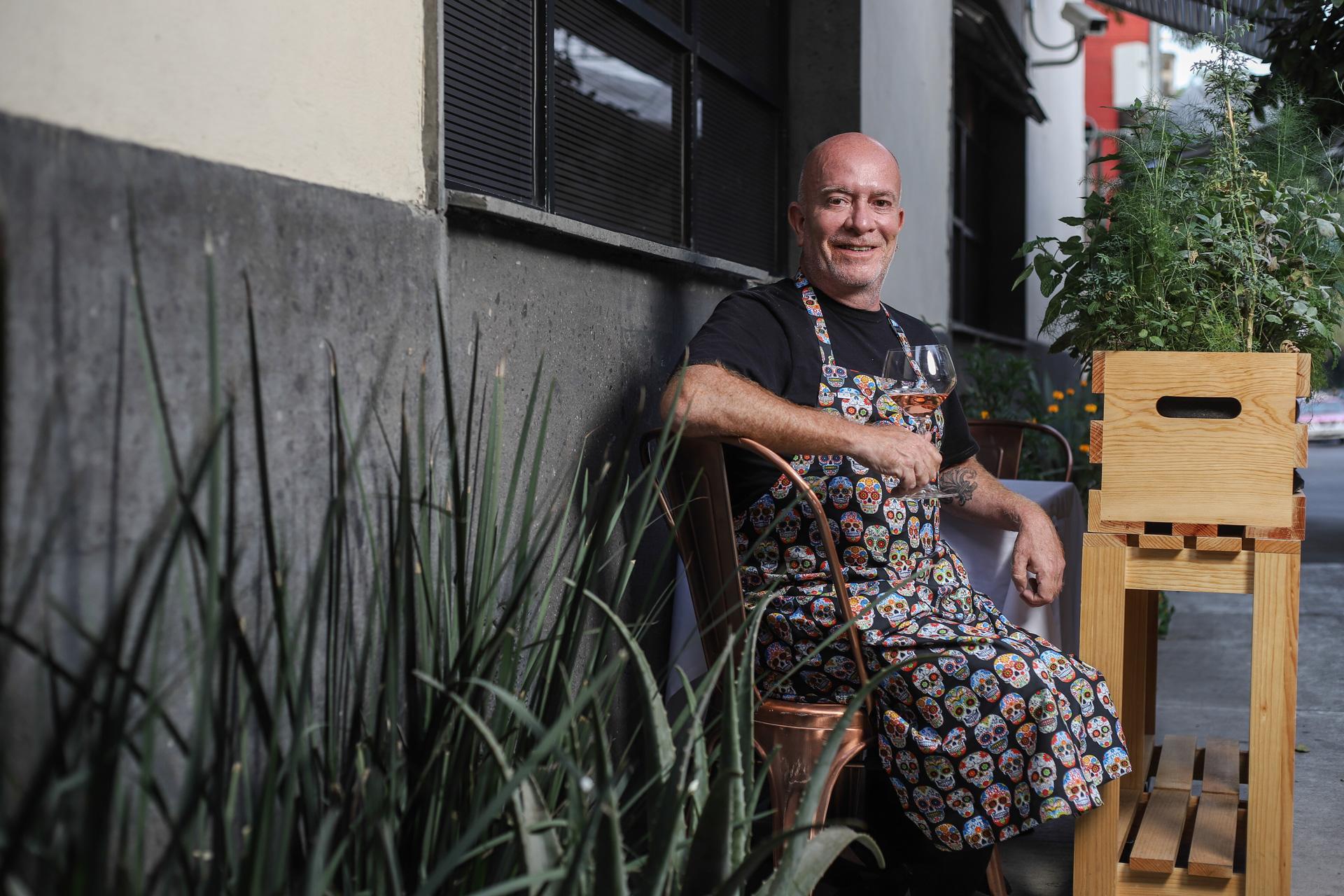 Gerardo Vázquez Lugo en la nueva terraza de Nicos