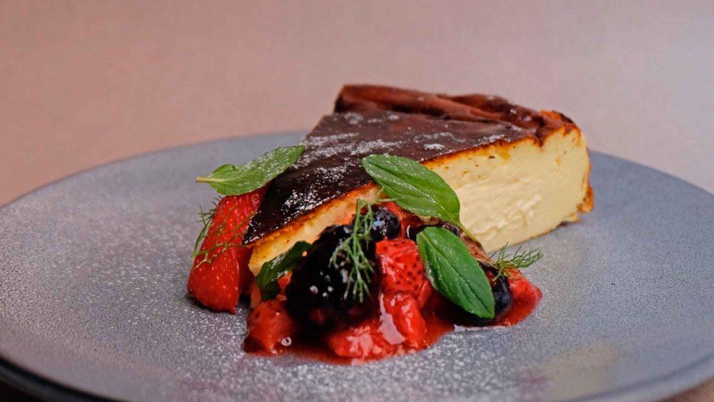 Prepara el cheesecake asado del chef Oswaldo Oliva