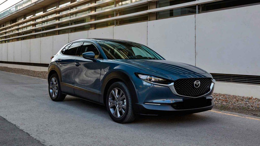 Mazda Polymetal Gray, le pone color al camino