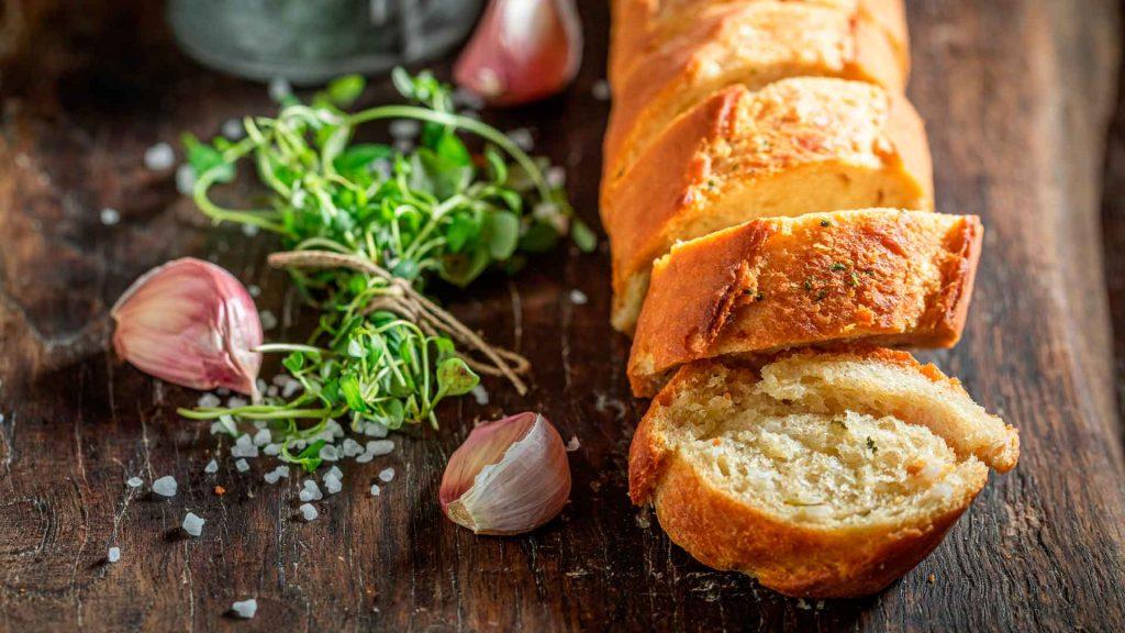 Pan de ajo: beneficios y cómo prepararlo
