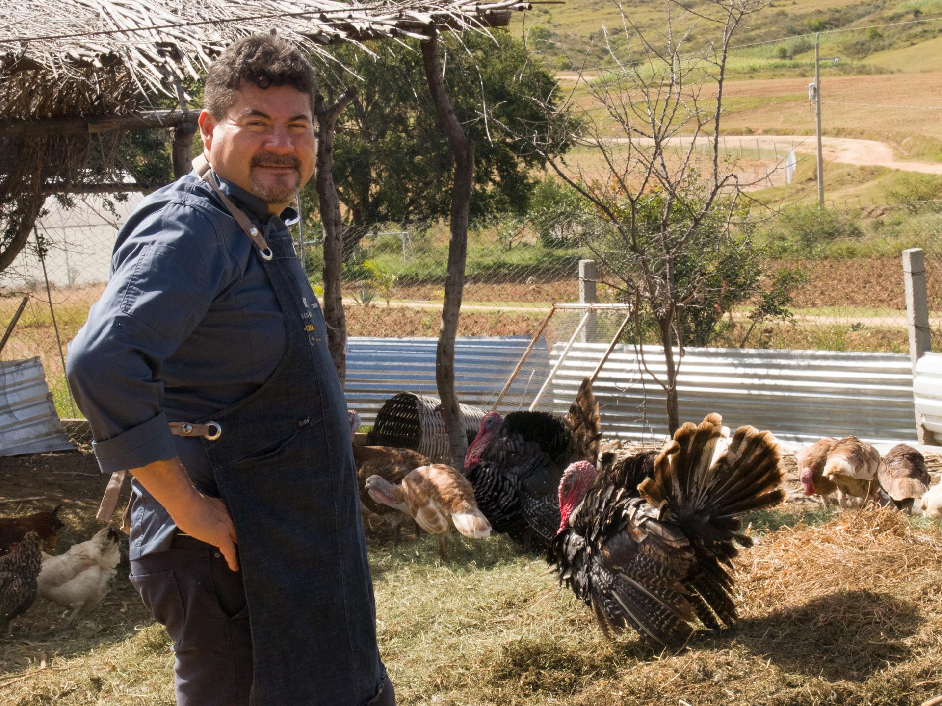 Chef Alex Ruiz en el campo