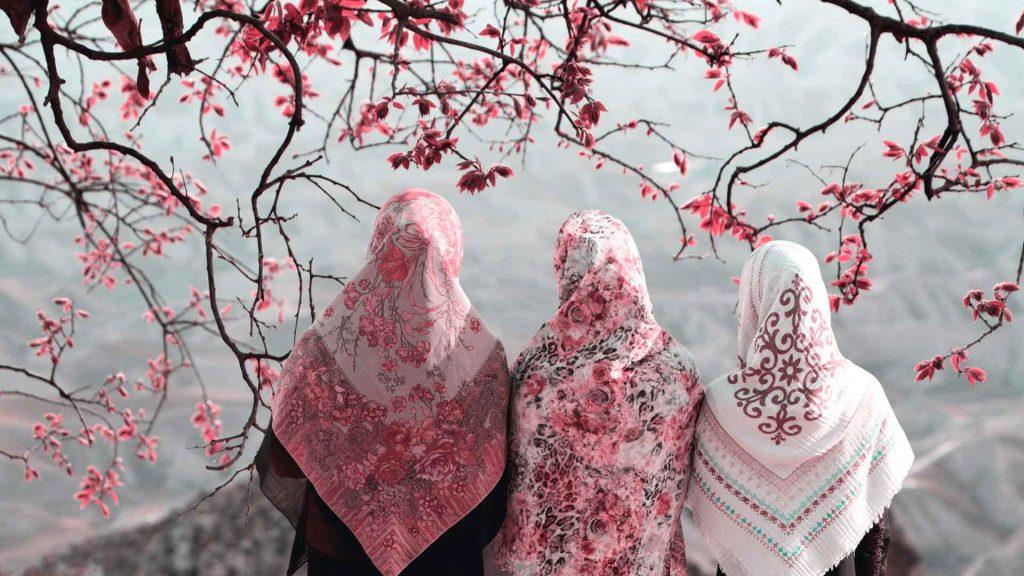 Crecen las oportunidades laborales para mujeres en el turismo en Medio Oriente