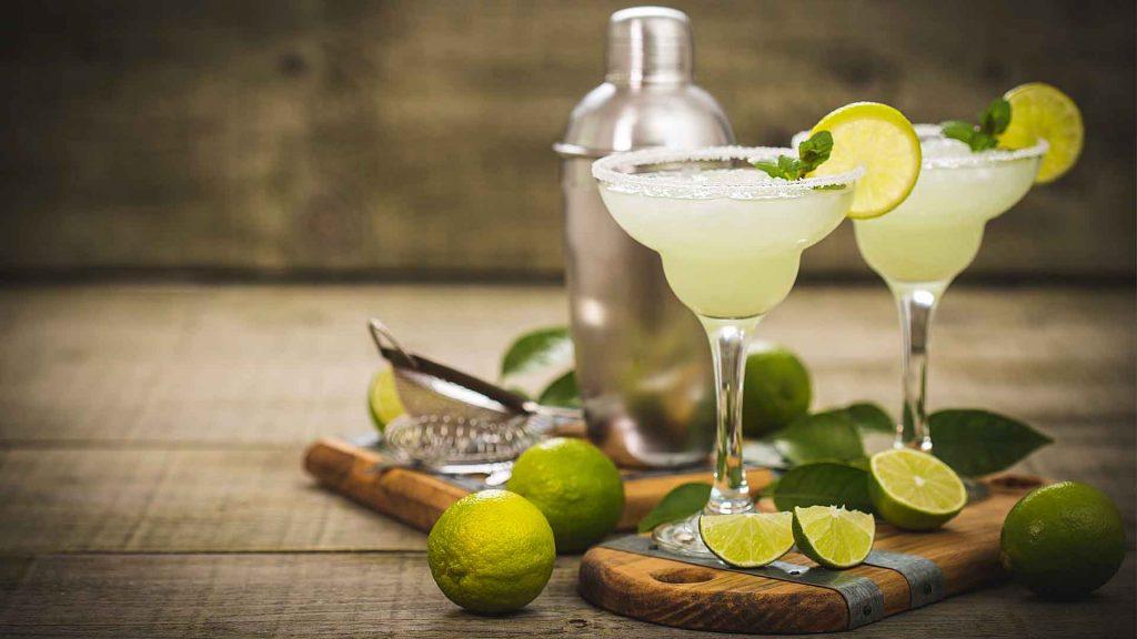 Celebra el Día Internacional de la Margarita mezclando desde casa