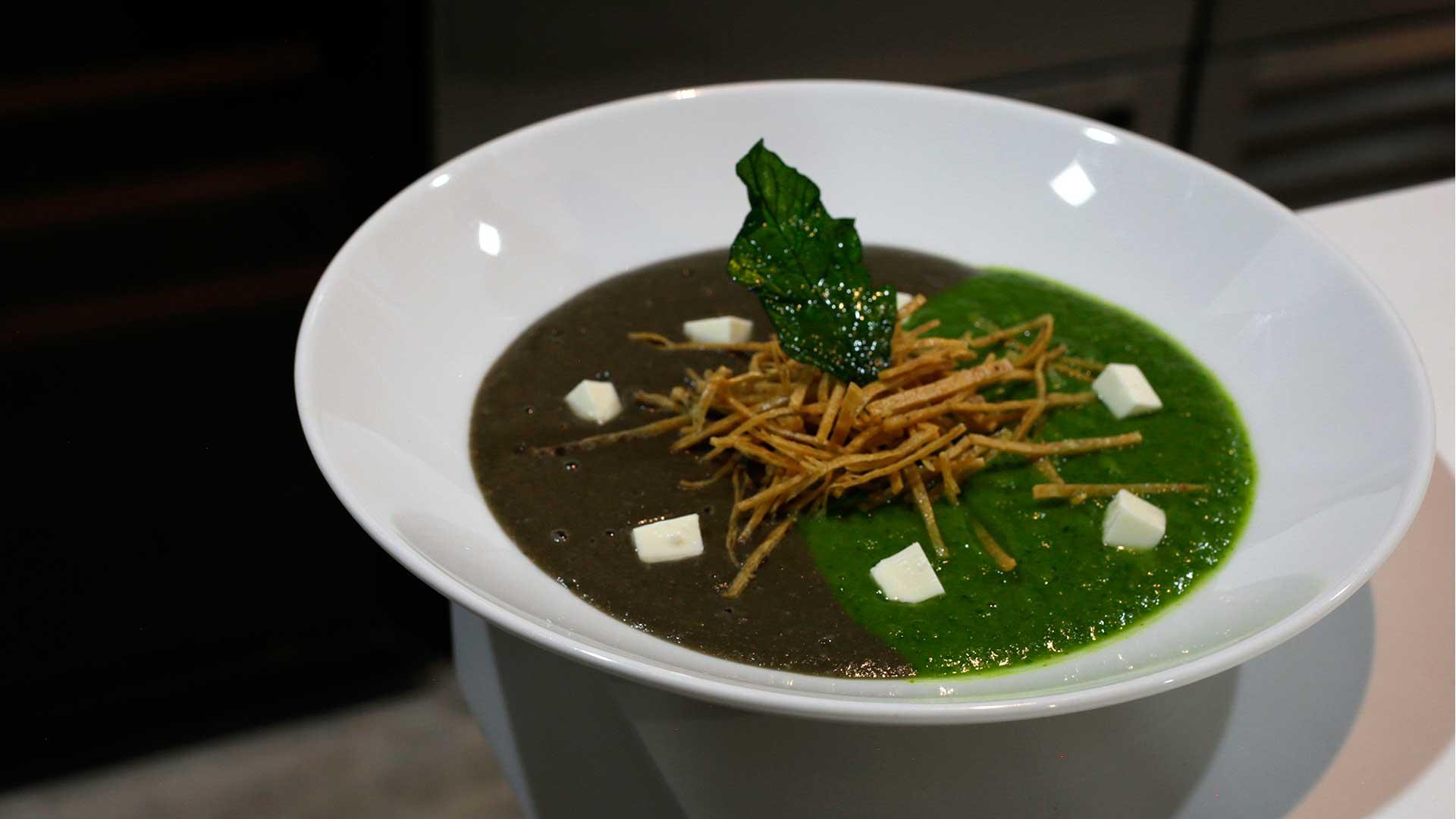 Receta mexicanísima: sopa de huitlacoche con cilantro