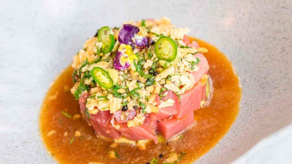Prepara una tostada de atún de mis recuerdos de la chef Nidia Sánchez