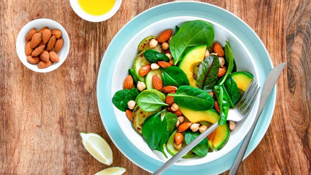 3 recetas de ensaladas con almendras para energizar el verano