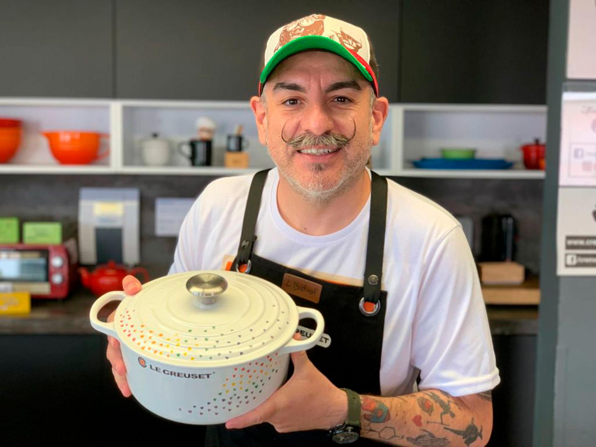 Chef Aquiles Chávez con la cacerola Love