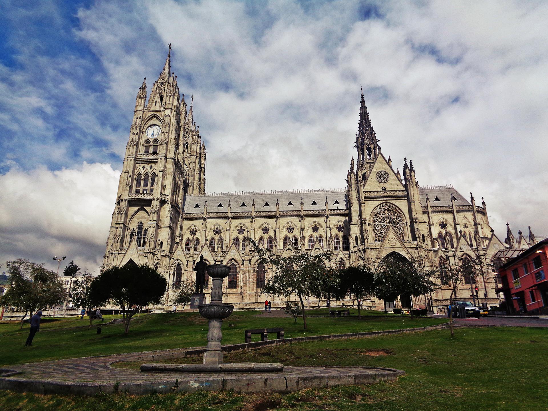 Basílica Voto Nacional, Quito