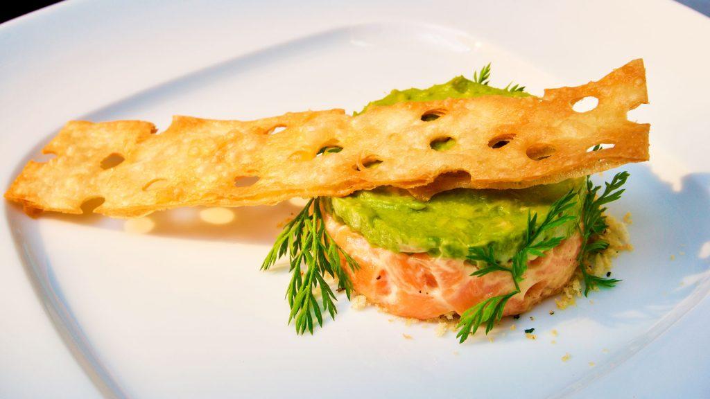 Elabora este refrescante tartar de salmón del chef Daniel Camacho