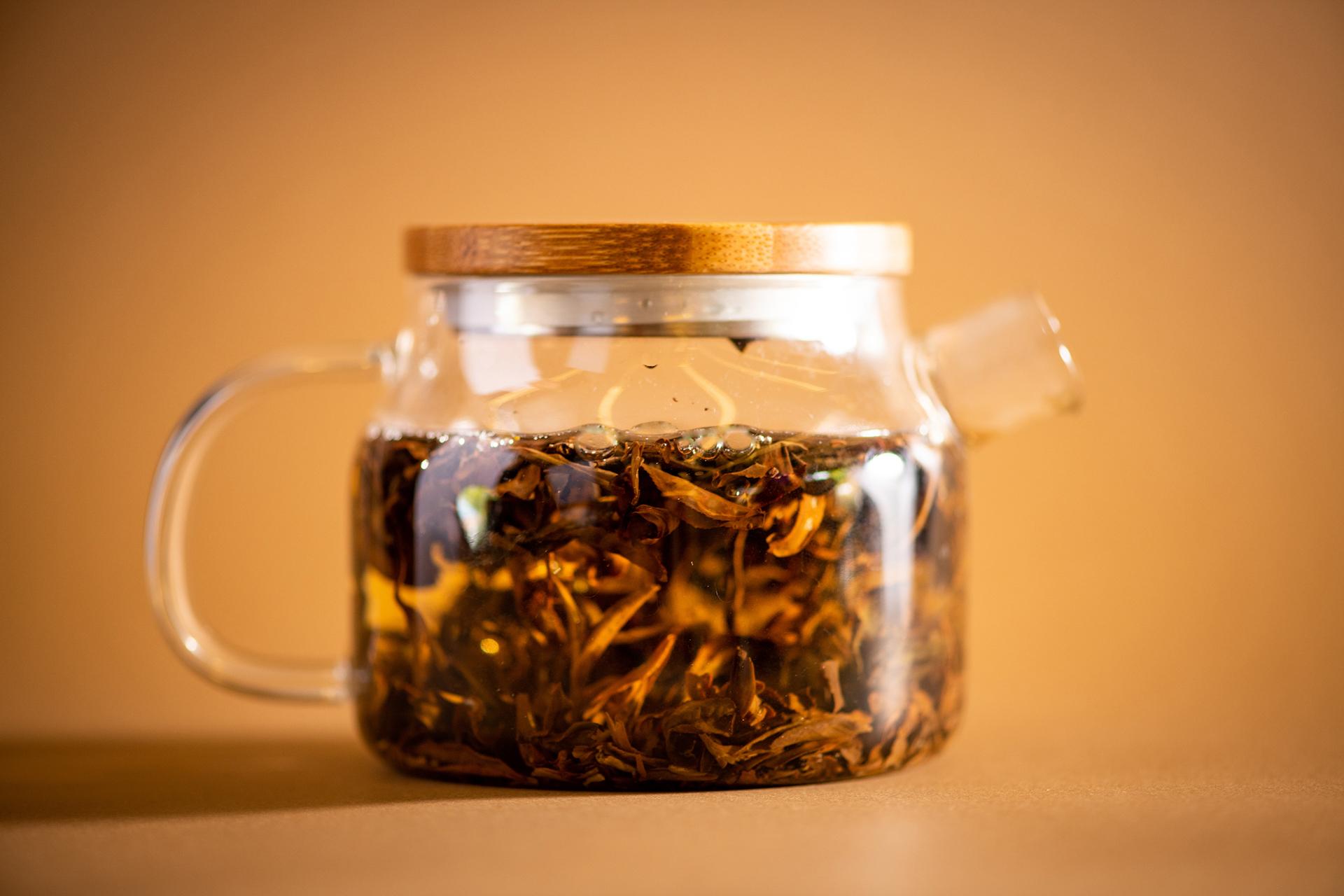 Infusión de hojas de té en frío